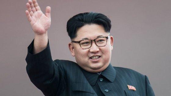 """O líder norte-coreano Kim Jong-Un enviou uma mensagem de condolências sobre a morte de Fildel Castro, chamando-lhe """"amigo e camarada"""" do povo coreano"""