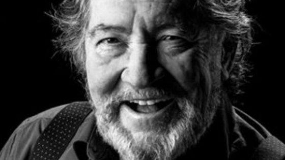 Morreu, aos 79 anos, Carlos Santos, ator de Bem-Vindos a Beirais
