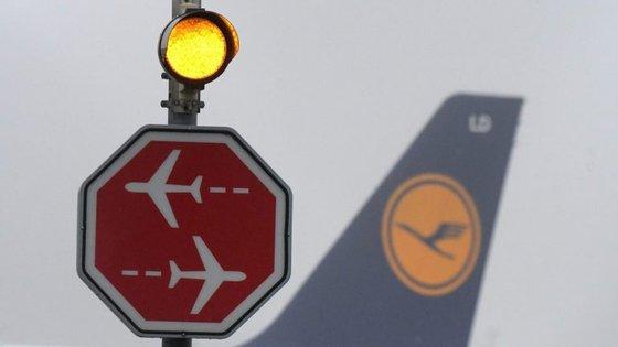 No total, serão afetados pelo cancelamento 180.000 passageiros