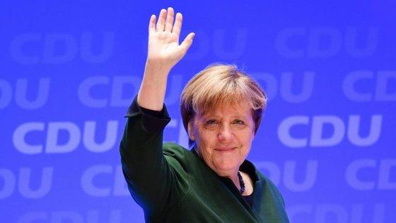 """""""Só temos de saber que isto existe e aprender a viver com isso"""", disse Merkel à imprensa"""