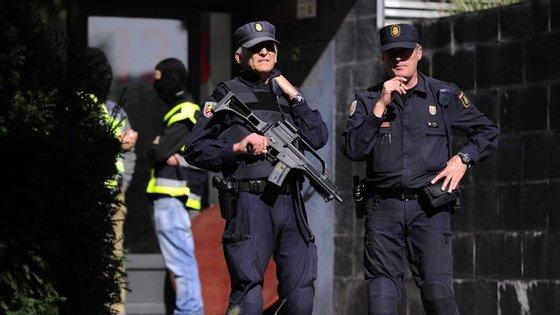 O homem que foi detido é descrito como apoiante da jihad individual do  grupo radical Estado Islâmico