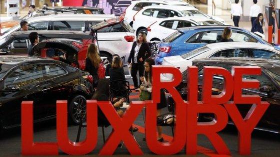 O novo imposto visa veículos cujo preço de venda ultrapassa os 177.000 euros