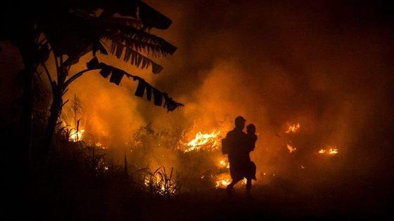 O governador do Tennessee, Bill Haslam, declarou o estado de emergência para facilitar a ajuda às vítimas dos incêndios