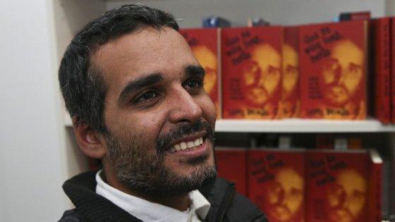 """Para o cantor angolano, se José Eduardo dos Santos """"voltasse a candidatar-se, voltaria a ganhar"""""""