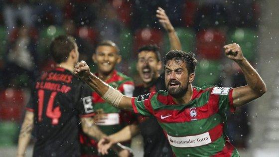 André Almeida protesta, Maurício festeja: é o 2-1 do Marítimo