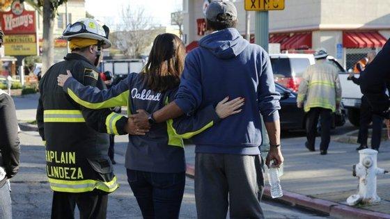 Pelo menos nove pessoas morreram e 25 foram dadas como desaparecidas no incêndio