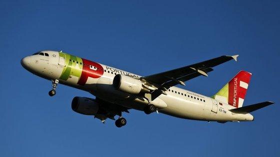 A TAP está a ser investigada em Espanha por ter pedido prioridade na aterragem em Santiago de Compostela por emergência de combustível, num voo Funchal-Porto