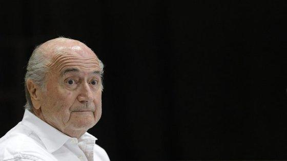"""""""No desporto, aprendi que se pode ganhar e também perder"""", referiu Blatter numa nota enviada à agência AFP."""