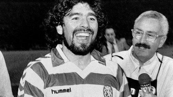 Maradona vestido à Sporting, com a camisola do capitão Carlos Manuel
