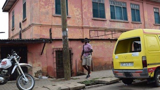 A falsa Embaixada dos EUA em Acra, capital do Gana, funcionava neste edifício