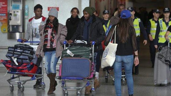 A maioria dos refugiados recebidos ao abrigo dos programas de recolocação da UE é originária da Síria, Eritreia e Iraque, especificou a ministra