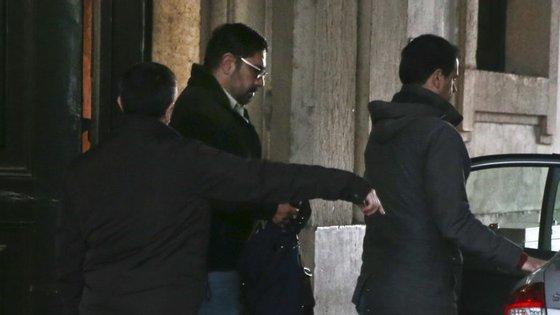 Raul Schmidt, fugido à justiça brasileira desde julho de 2015, e que em Portugal se opôs à extradição, é suspeito, no Brasil, dos crimes de corrupção e branqueamento de capitais e organização criminosa