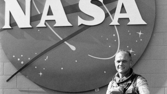 John Glenn orbitou em torno da Terra em 1962