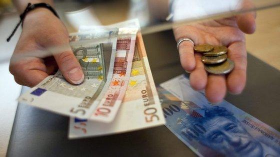 Na média da UE, entraram 11 mil milhões de remessas e saíram 31,3 mil milhões em 2015