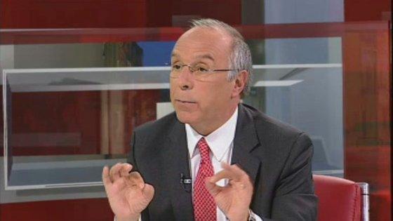 Ex-líder do PSD aconselha cautela na economia e sublinha ganhos na Educação