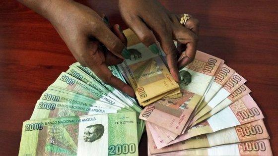 Na semana anterior, o BNA tinha colocado 31,7 mil milhões de kwanzas (180 milhões de euros) em dívida pública