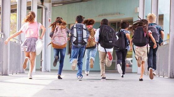 Os rankings das escolas são formados tendo em conta as notas dos alunos internos nos exames nacionais do 9. e do 11.º e 12.º anos