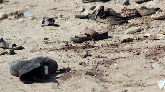 """""""O número de mortos excede os 52 com cerca de 50 outros feridos,"""" disse o chefe da saúde de Aden, Abdel Nasser al-Wali"""