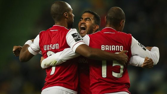 Wilson Eduardo festeja o golo da vitória (ele, filho de Alcochete, já marcara pela Olhanense em Alvalade)