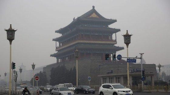 É a primeira vez este ano que Pequim emite o alerta vermelho