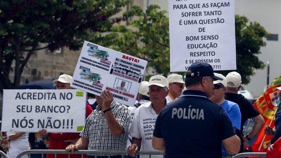 Após a resolução do Banco Espírito Santo (BES), em 4 de agosto de 2014, cerca de 8.000 clientes emigrantes do banco vieram reclamar um total de 728 milhões de euros