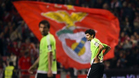 O desalento estampado na cara de dois jogadores do Rio Ave perante a eficácia do Benfica