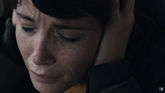 """A atriz Gemma Arterton no videoclip de """"Kerala"""", de Bonobo"""