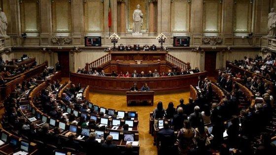 A proposta d'Os Verdes vai ser debatida a 11 de janeiro e os projetos-lei do PCP e do BE têm discussão marcada para dia 18