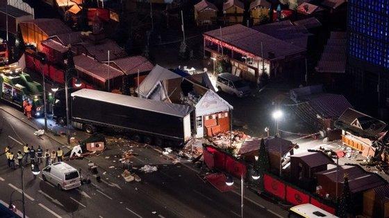 O ataque ocorreu às 20 horas e provocou a morte de 12 pessoas, atropeladas pelo camião