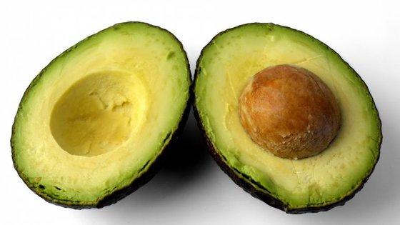 Por cada quilo de abacate produzido são necessários cerca de 242 litros de água. Os pesticidas utilizados infiltram-se na rede de distribuição de água das populações