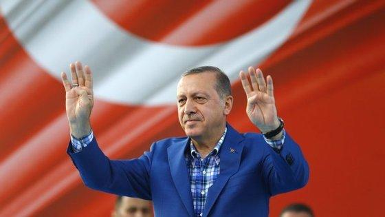 A Turquia vai ter um referendo constitucional a 16 de abril que pode ditar o alargamento dos poderes do Presidente, Recep Tayyip Erdoğan