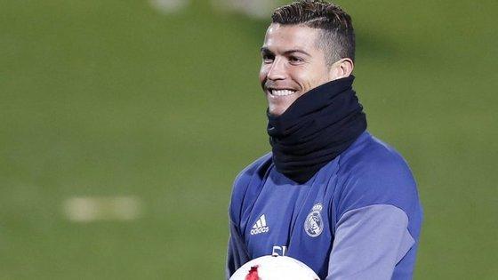 Cristiano Ronaldo sagrou-se campeão europeu com a seleção portuguesa em julho e conquistou este mês a quarta Bola de Ouro da sua carreira