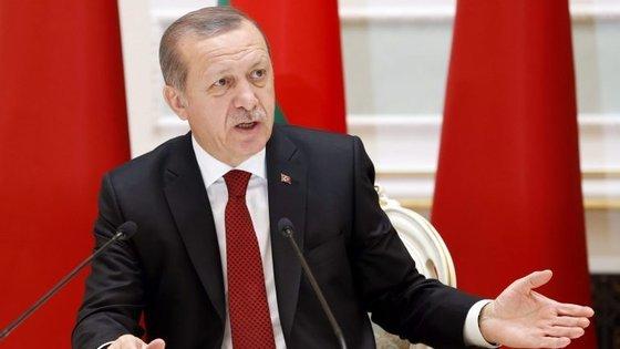 A reforma desejada pelo governo prevê a transferência do essencial dos poderes executivos do primeiro-ministro para o Presidente