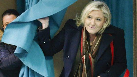 """Marine Le Pen acusou os media de """"manobras"""" e pediu uma """"condenação pesada"""""""