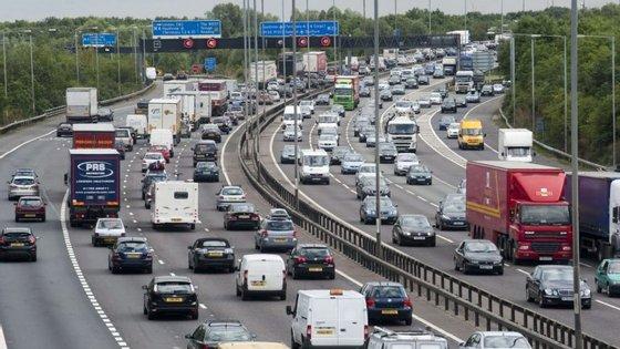 O Departamento de Transportes do Reino Unido estima que, só quando entre 50 e 75% dos carros nas estradas forem autónomos, é que os engarrafamentos e o tempo perdido no trânsito citadino tenderão a diminuir
