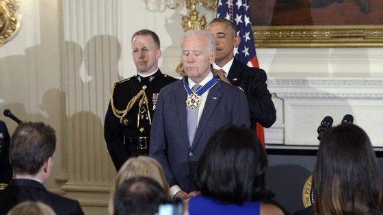 Obama fez questão de condecorar o seu vice-presidente, Joe Biden, numa cerimónia marcada pela emoção