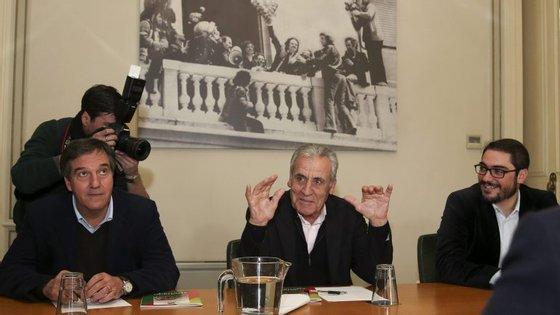 Jerónimo de Sousa esta tarde na reunião com dirigentes socialistas