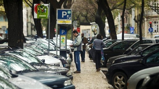 Não há mudanças previstas para o estacionamento pago, que se mantém das 09h00 às 19h00