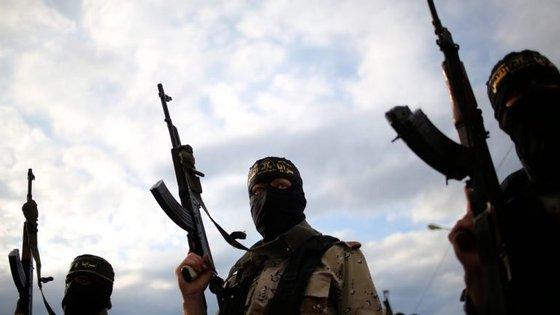 Os rebeldes lançaram ataques em nove pontos diferentes da cidade e nos seus arredores