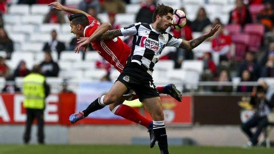 André Almeida e Iuri Medeiros de costas para a bola