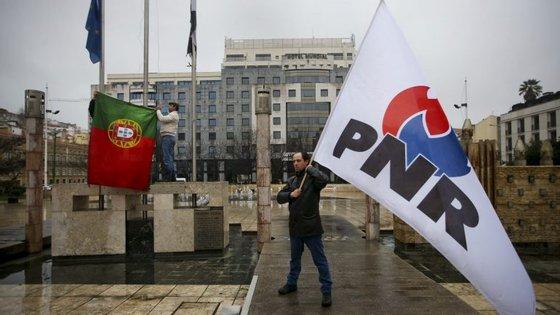 """Militantes do PNR em fevereiro de 2016, na manifestação """"Contra a islamização da Europa"""""""
