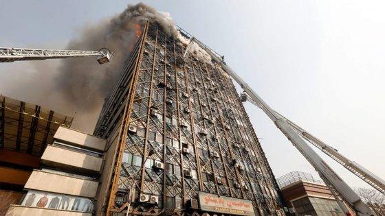 """O edifício """"Plasco"""" é o mais antigo arranha-céus de Teerão, foi construído no início dos anos 1960"""