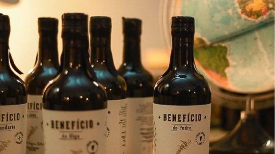 O primeiro produto lançado foi uma garrafa de azeite produzido na Herdade da Tapada da Tojeira