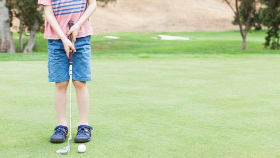 O Programa de Golfe Júnior do Belas Clube de Campo destina-se a jovens dos seis aos 17 anos. As aulas acontecem ao sábado e domingo.