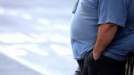 A investigação examinou cerca de 200 estudos já realizados anteriormente, que comprovavam a existência de uma ligação entre a gordura corporal e o desenvolvimento de células cancerígenas