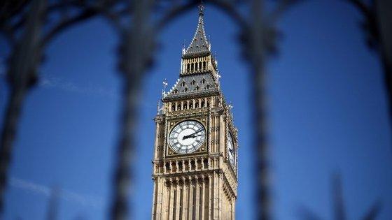 Lordes querem pressionar o governo de Theresa May a um compromisso sobre os direitos dos imigrantes europeus