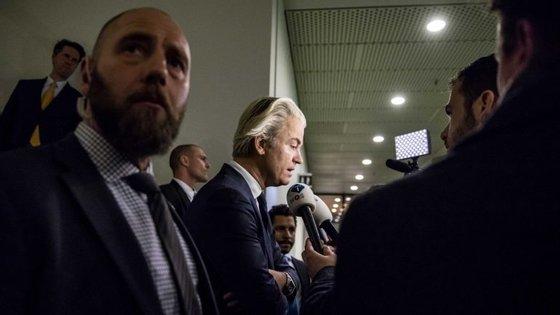 Kuzu também criticou o primeiro-ministro, Mark Rutte, devido a uma carta pública em que o líder do Partido Popular para a Liberdade e Democracia