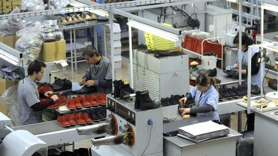 Custos do trabalho desceram no setor privado, mas aumentaram no setor público
