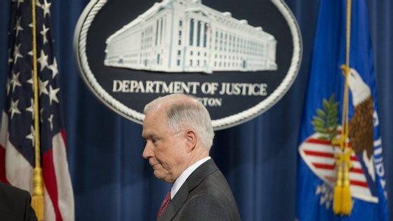 """O Presidente dos Estados Unidos reconheceu que Jeff Sessions poderia ter respondido com mais precisão, mas defendeu, por outro lado, que """"claramente tal não foi intencional"""""""