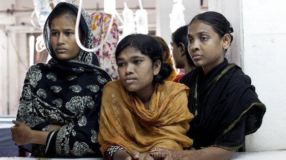 52% das raparigas provenientes do Bangladesh já são casadas quando têm 18 anos. Desse número, 18% casam no momento em que completam 15 anos